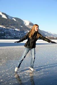 Auch auf dem Eis kann der Winter Freude machen.