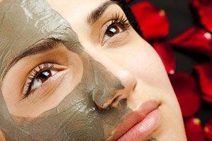 Die Maske für die Person für die Angleichung des Tones der Person